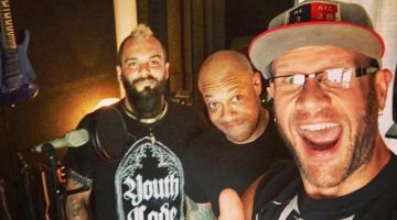 "Howard Jones se une a Killswitch Engage para el tema ""The Signal Fire"""